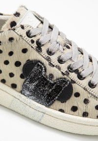 MOA - Master of Arts - Trainers - pois/silver glitter - 2