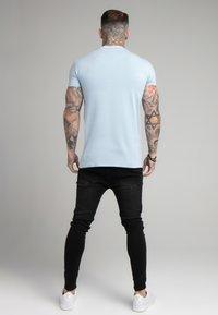 SIKSILK - COLLAR GYM TEE - Basic T-shirt - pastel blue - 2