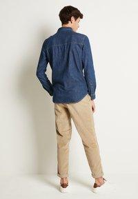Jack & Jones - JJIFOX JJSHIRT - Shirt - blue denim - 3