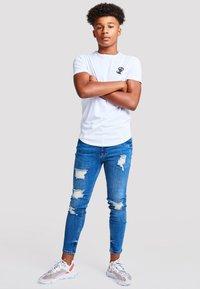 Illusive London Juniors - Basic T-shirt - white - 4