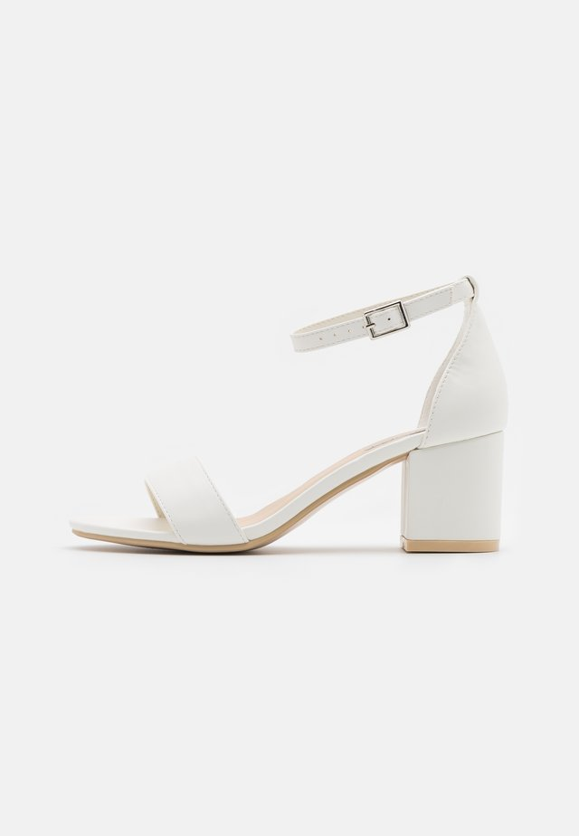 LOW BLOCK HEEL - Sandali - white
