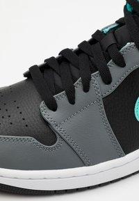 Jordan - AIR 1 MID - Sneakers alte - black/aurora green/smoke grey - 5