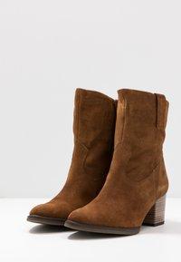 Gabor Comfort - Cowboy/biker ankle boot - cognac - 4