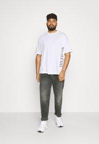 Tommy Hilfiger - LARGE LOGO TEE - Print T-shirt - white - 1