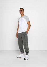 Vintage Supply - CORE OVERDYE  - Pantalon de survêtement - grey - 1