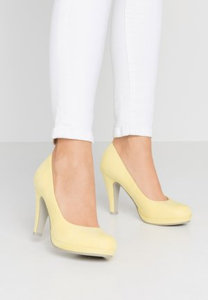 High heels - lemon