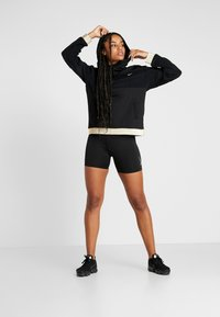 Nike Performance - ICON - Jersey con capucha - black/metallic gold - 1