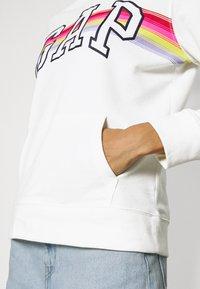 GAP - V-GAP ARCH - Sweatshirt - white - 4