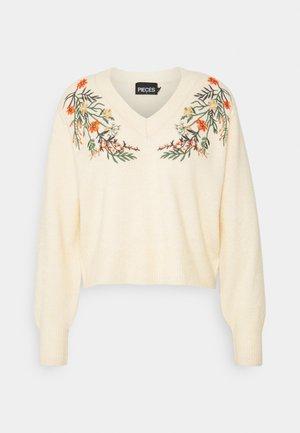 PCFLOWER V NECK EMBROIDERY - Stickad tröja - flower embroidery