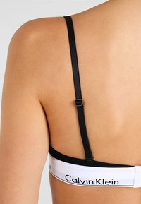 Calvin Klein Underwear - UNLINED - Triangle bra - black - 4