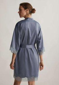 OYSHO - MIT SPITZE - Dressing gown - dark blue - 1