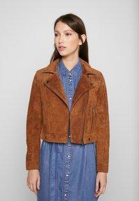 Vero Moda Petite - VMROYCESALON  - Leather jacket - cognac - 0
