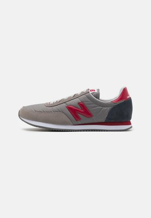 Trainers - grey/red