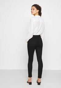 Dorothy Perkins Petite - SHAPING JEAN - Jeans Skinny Fit - black - 2