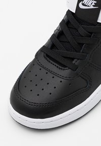 Nike Sportswear - COURT BOROUGH MID UNISEX - Sneakers hoog - black/white - 5