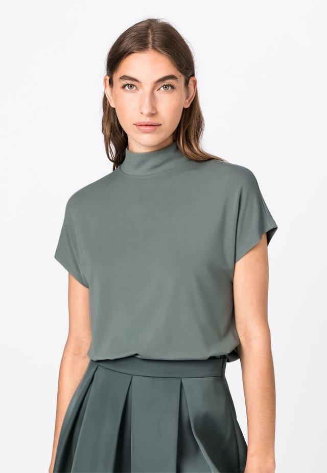 WEIT GESCHNITTENES  - Print T-shirt - menthe