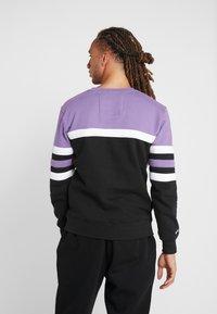 Mitchell & Ness - NBA TORONTO RAPTORS HEAD COACH CREW - Sweatshirt - purple/black - 2