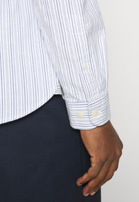 Selected Homme - SLHSLIMMILTON STRIPES - Formal shirt - dark blue - 5