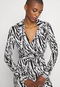 Diane von Furstenberg - Sukienka koktajlowa - tiger twigs small black - 6