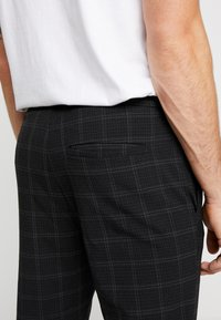 Only & Sons - ONSLINUS PANT  - Trousers - black - 3