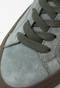 CLOSED - Trainers - sage - 5