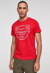 s.Oliver - MIT SCHRIFTPRINT - Print T-shirt - red - 1