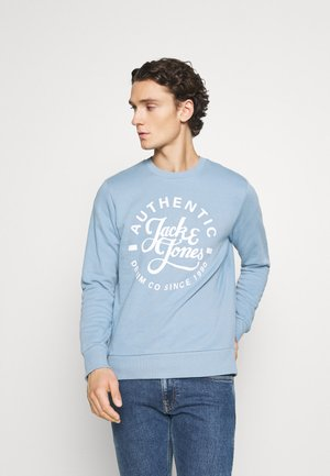 JJHERO CREW NECK - Bluza - faded denim
