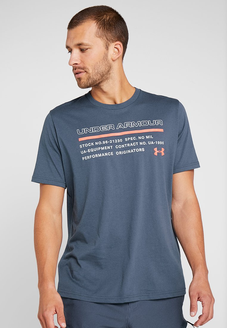 Under Armour - ISSUED - T-shirt con stampa - wire/beta red