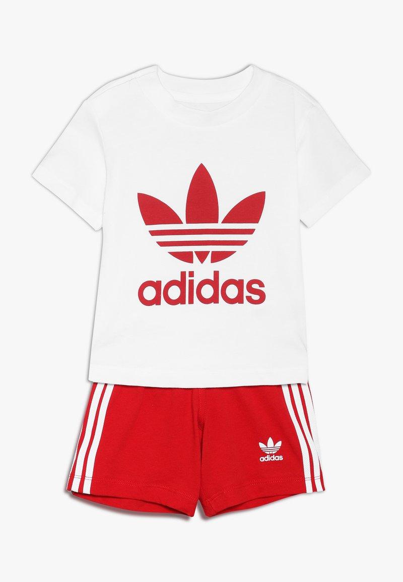 adidas Originals - TEE SET UNISEX - Shorts - white/scarlet
