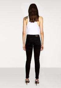 CLOSED - BAKER  - Slim fit jeans - black - 2
