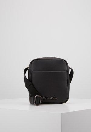 CENTRAL MINI REPORTER - Across body bag - black