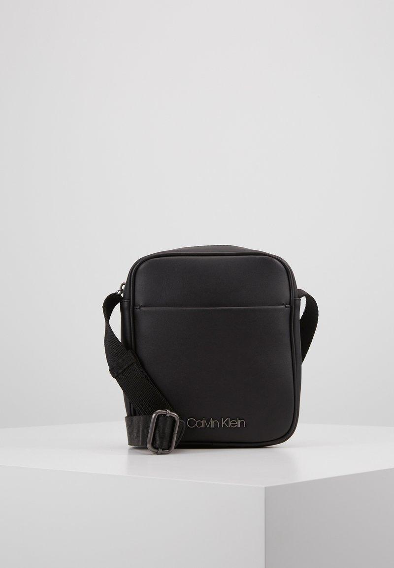 Calvin Klein - CENTRAL MINI REPORTER - Sac bandoulière - black