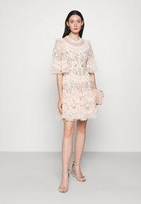 Needle & Thread - LALABELLE MINI DRESS - Koktejlové šaty/ šaty na párty - strawberry icing - 1