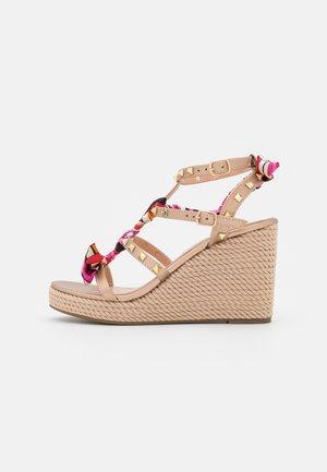 Platform sandals - rosa/oro