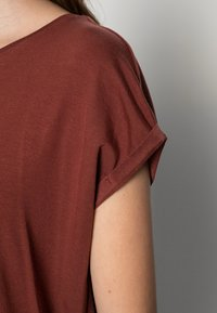 Vero Moda - Jednoduché triko - sable - 4