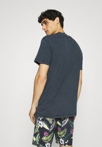 Selected Homme - SLHRELAXHERB O NECK TEE - Basic T-shirt - sky captain - 2