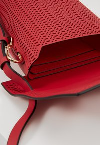 ZAC Zac Posen - BELAY CROSSBODY PERFORATION - Umhängetasche - chili pepper - 4