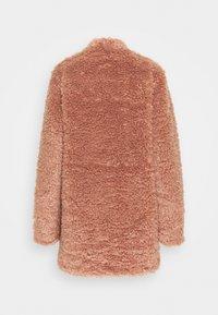 ONLY Tall - ONLDINA TEDDY COAT - Classic coat - burlwood - 1