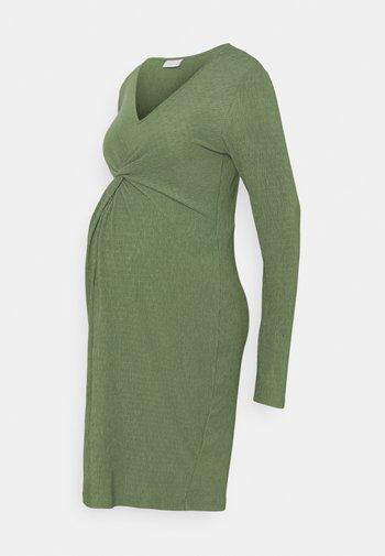 MLALVIRA  - Žerzejové šaty - hedge green