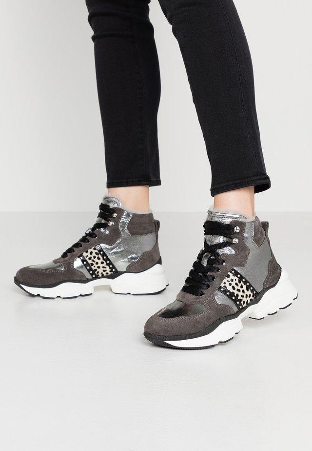 Sneakers alte - bianco/nero