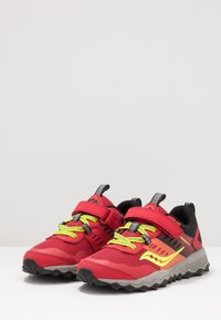 Saucony - PEREGRINE - Trainers - red - 3