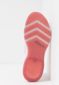 Nike Performance - AIR ZOOM FEARLESS FK 2 - Sportovní boty - echo pink/oil grey/light soft pink/light redwood - 4