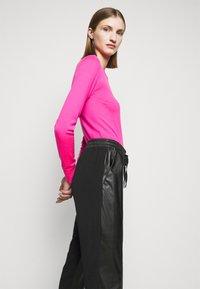 Pinko - FIBBIA PANTALONE - Spodnie materiałowe - black - 4