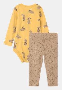 Lindex - RABBIT SET UNISEX - Leggings - Trousers - light dusty yellow - 1