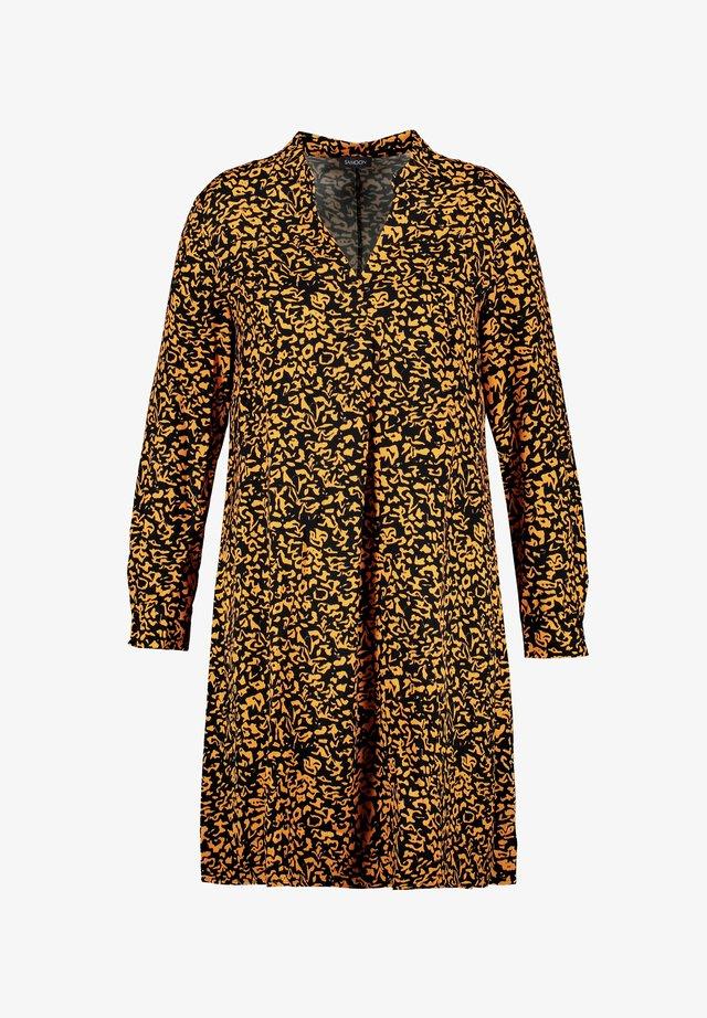 LANGARM KURZ BLUSEN MIT ANIMAL-PRINT - Robe d'été - butterscotch gemustert