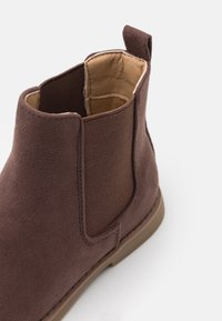 Cotton On - CHELSEA GUSSET BOOT UNISEX - Classic ankle boots - dusty brown - 5