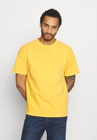 Levi's® - VINTAGE TEE - T-shirt basic - kumquat garment dye - 0