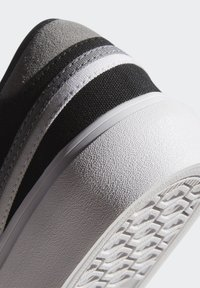 adidas Originals - DELPALA SHOES - Baskets basses - black/white - 10