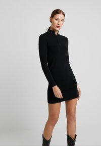 Calvin Klein Jeans - NECK LOGO FITTED DRESS - Pouzdrové šaty - black - 0