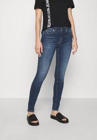 Calvin Klein Jeans - MID RISE  - Skinny-Farkut - mid blue - 0